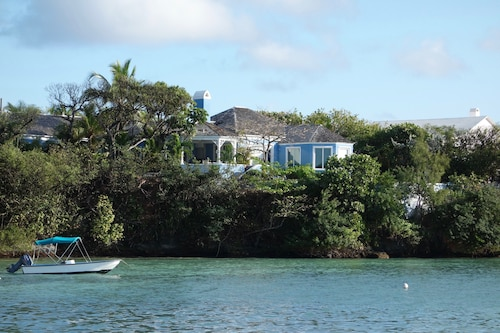 The Blue Ruin - Historic Waterfront Property With Private Dock