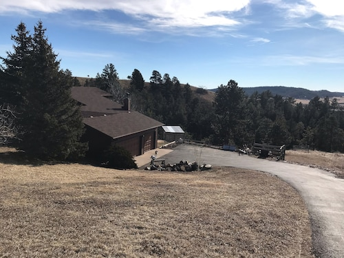 Scenic Getaway With Easy Access to Rapid City and all the Black Hills Offers