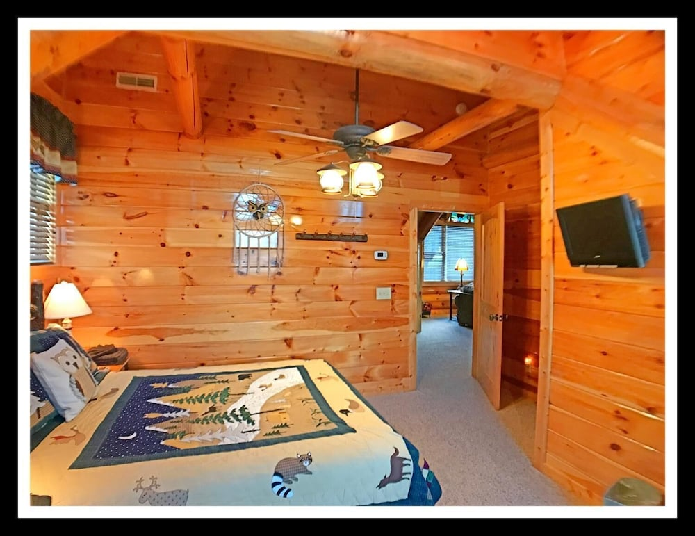Room, Soaring Eagle Lodge
