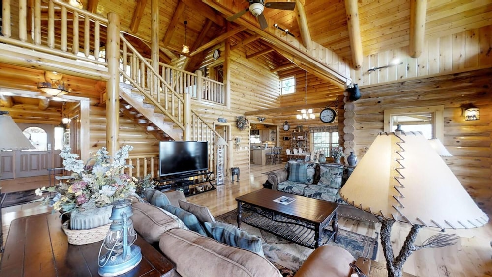Living Room, Soaring Eagle Lodge