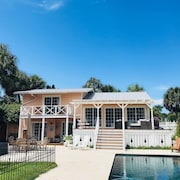 Casey Key Bayfront Cottage 3 Bedroom 3 Bath Private Beach and Boat Dock