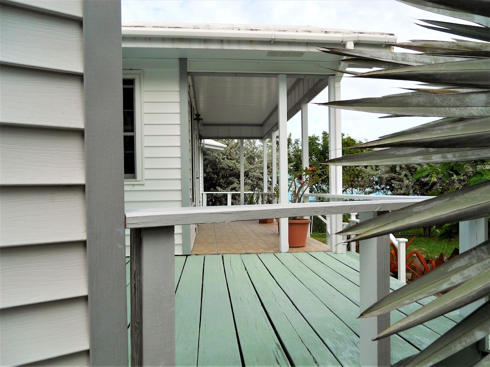 Balcony, Nice Wooden House, a few Steps From the Beach - Sleeps 6 - Strategic Location