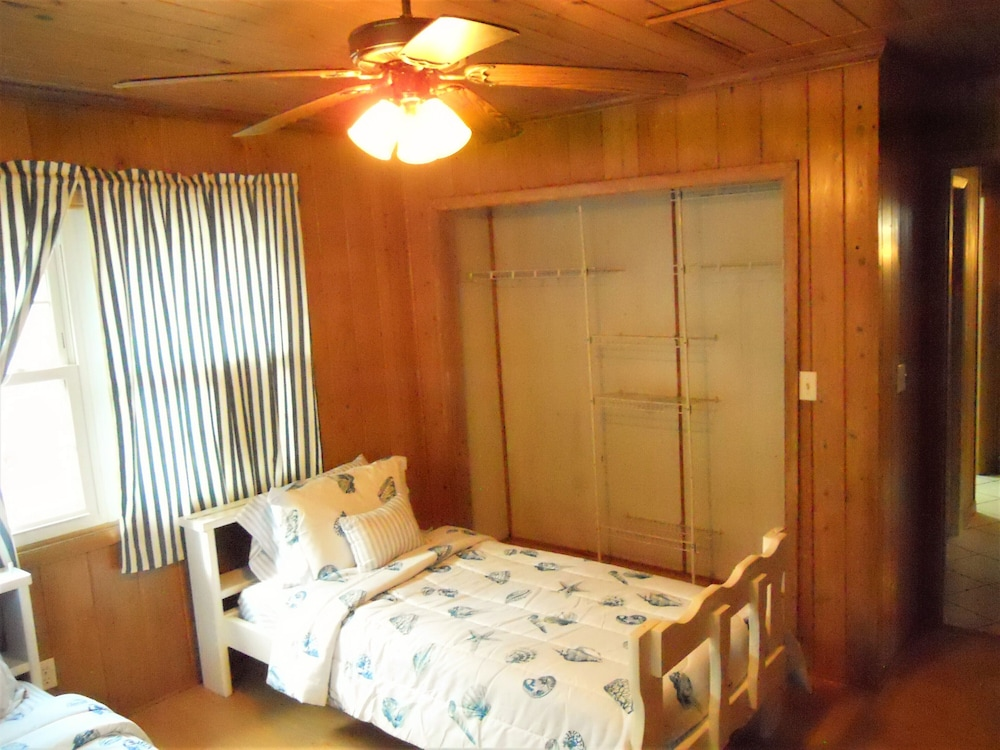 Room, Nice Wooden House, a few Steps From the Beach - Sleeps 6 - Strategic Location