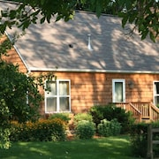 Charming Cottage in Historic District of Old Frontenac