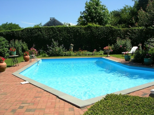 English Cottage, Water Mill South, Mecox Bay Views, Privacy and Gardens, Pool,