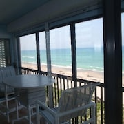 Fantastic Ocean Front, Great Views. Enclosed Porch, Great Pool, Nicely Furnished