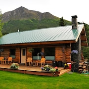 Family-friendly Cabin, on Secluded Property, Huge Lawns, 360 Mt. Views, Hot Tub