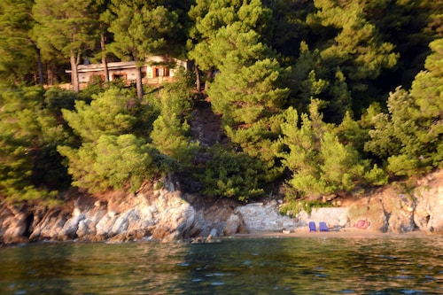 Traditional Villa Seagullstone, With Private Beach and Magnificent View