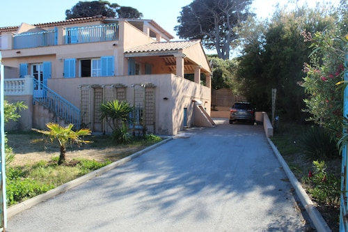 Superb new Villa Less Than 100 m From the Mediterranean in Sainte-maxime