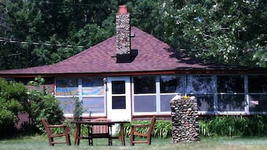 Charming 2-Bedroom Cabin with boathouse on Big Carnelian Lake in Stillwater