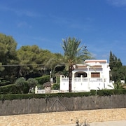 Lovely Family Villa With Private Pool, Only a few Minutes Drive to the Beach