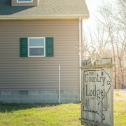 The Country Lodge-southern Illinois Getaway