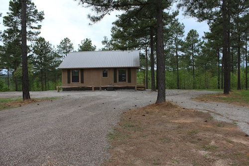 Private, Comfortable, 3 yr old Cabins, Centrally Located to Area Attractions