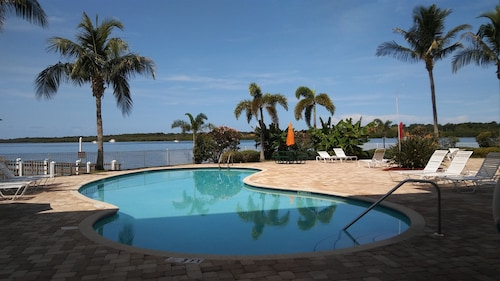 Boca Ciega Resort - Waterfront Location Overlooking Natural Habitat w/ Dolphins