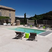 Cottage With Pool for 2 to 3 People in the Gard Between Uzès and Avignon
