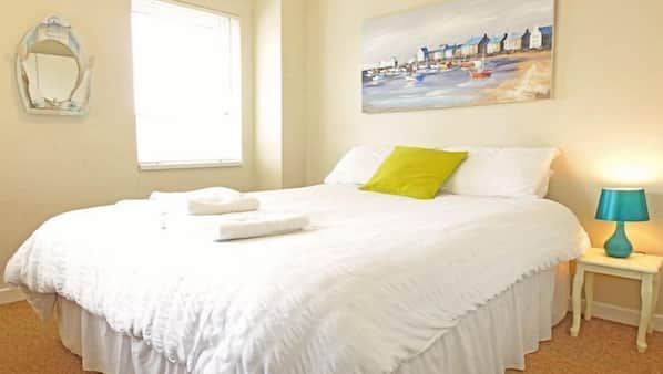 2 bedrooms, iron/ironing board, travel cot, Internet