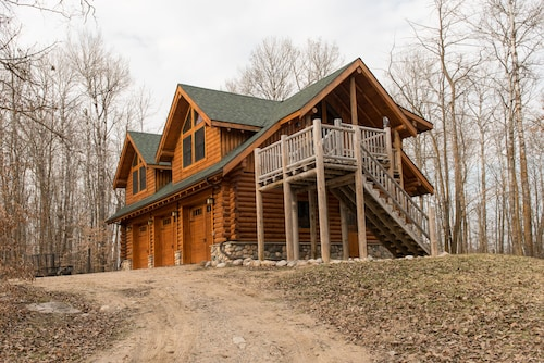Log Carriage House Near Juggler Lake ~ Secluded And Very Private Getaway