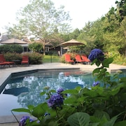 Stunning Hamptons 5 Bedroom House With Pool House Close to the Beach