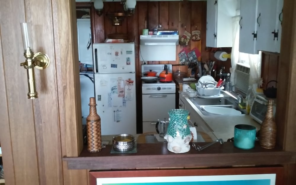 Private Kitchen, Last Minute Getaway, Walk Acoss the Street to the Beach! Close to Everything!