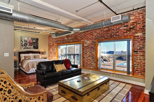 Luxury City Loft Condo - 1br/1.5ba