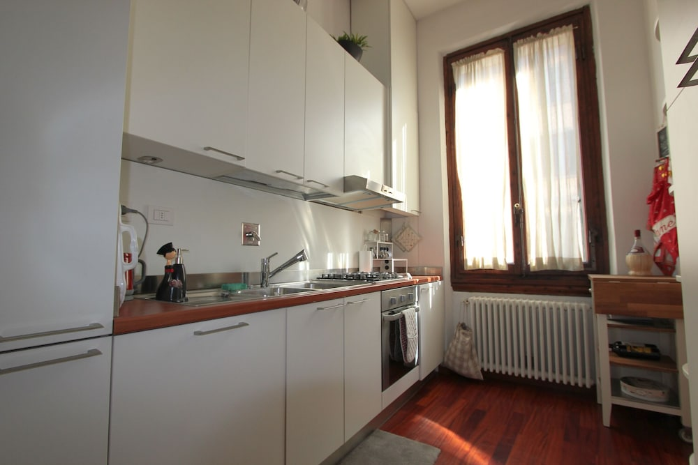 Private Kitchen, Luxury Apartment With Private Terrace Near the City Centre
