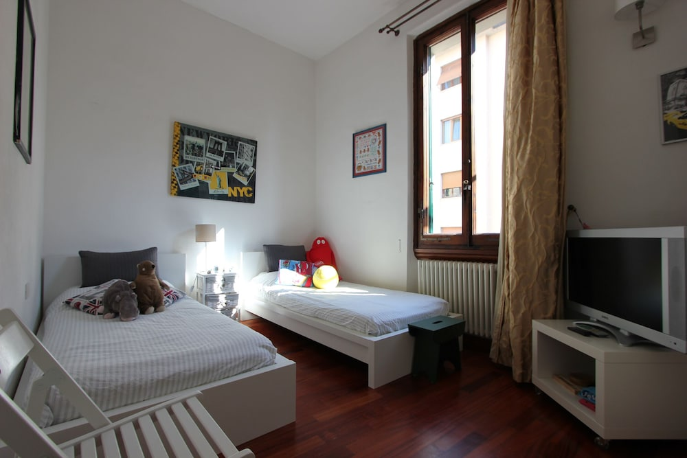 Room, Luxury Apartment With Private Terrace Near the City Centre