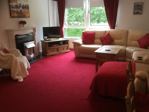 Refurbished 3 Bedroom Apartment on First Floor