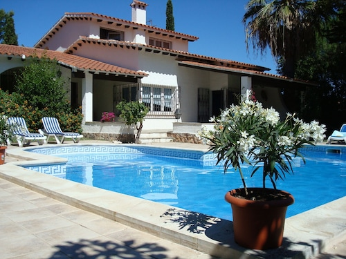 Costa Dorada: Spacious Villa for 8 Pers., Private Pool, 900m From the Beach