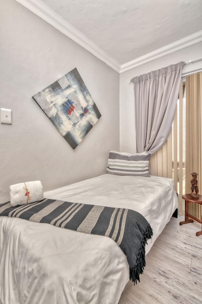 Room, 2 BEDROOM FURNISHED SELF CATERING APARTMENT AGULHAS SOUTH AFRICA