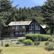 7 Bedroom Beach Home View of Ocean Located in Yachats 30 day Rental Minimum