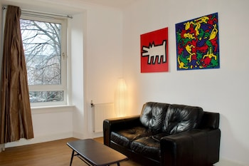 Modern 1 Bedroom Leith Apartment