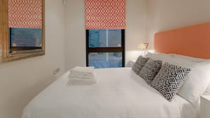 2 sovrum, sängtillbehör av högsta kvalitet och strykjärn/strykbräda