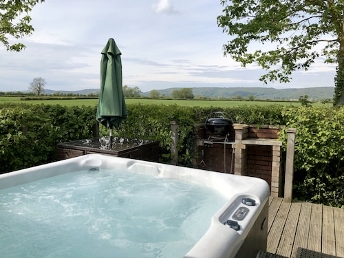 Meadow View Lodge - Sleeps 4/5 With Private hot tub