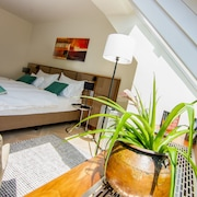 Exclusively Furnished Apartments - Free Wifi and air Conditioning at Schönbrunn
