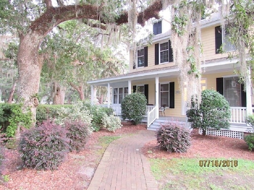 Sweet Tee Cottage A Beautiful 2-story, 2 Bed, 2.5 Bath Vacation Home