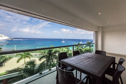Oceanview Condo Amazing Views. Snorkel, Scuba Sunsets and Many More