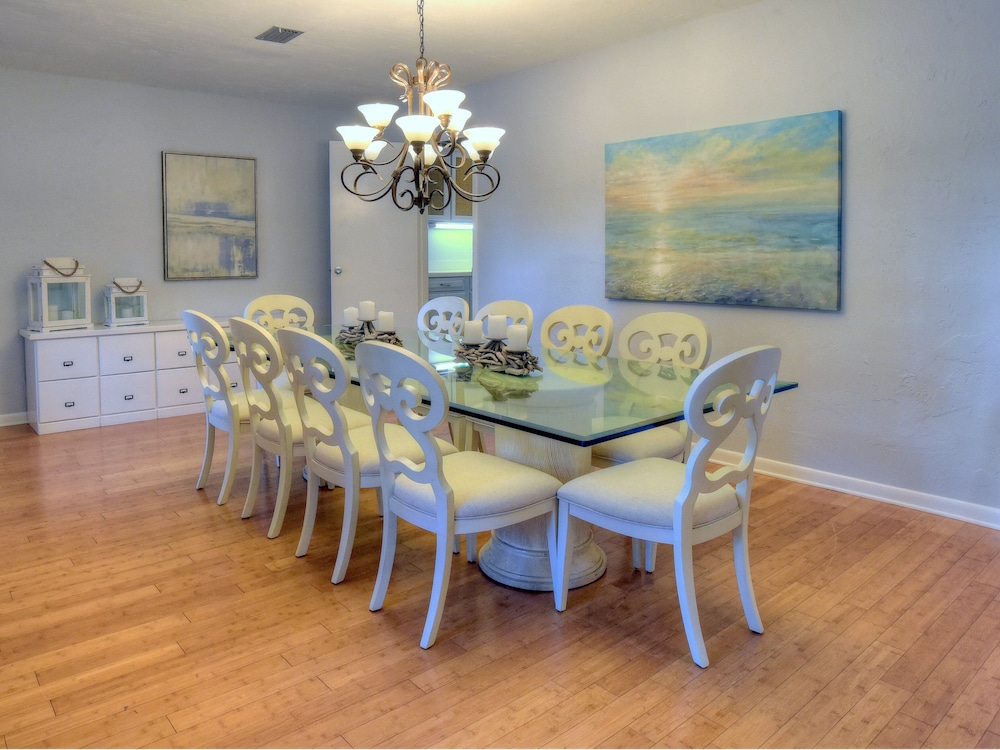In-Room Dining, Golf Cart Included! Gorgeous Home on Sandestin Resort, Sleeps 15. 24se