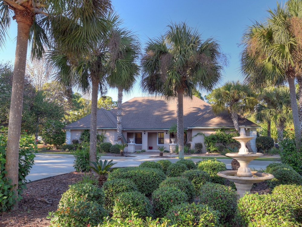 Property Grounds, Golf Cart Included! Gorgeous Home on Sandestin Resort, Sleeps 15. 24se