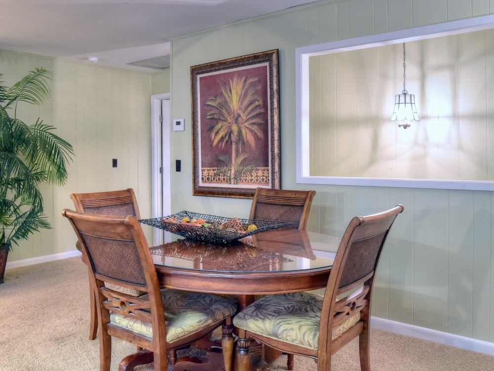 Private Kitchen, Golf Cart Included! Gorgeous Home on Sandestin Resort, Sleeps 15. 24se