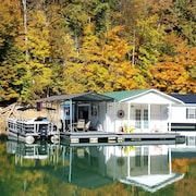 Beautiful Floating Home on the Prestine Fresh Waters of Norris Lake!