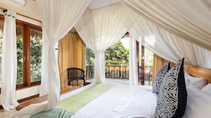3 bedrooms, in-room safe, free WiFi, bed sheets