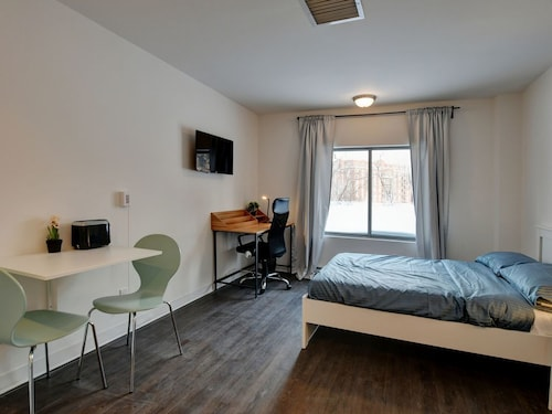 Beautiful Studio in Downtown Laval. Gym, Business Lounge, Theater Room