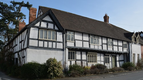 The Throne Weobley, Luxury Grade 2-listed House in UK Village of the Year