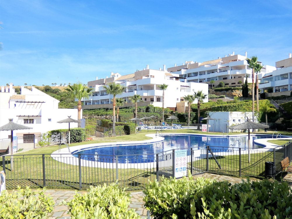 Beautiful Golf Beach Apartment With Pool And Paddle In
