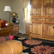 1842 Farmhouse, Private 2nd Floor Vacation Rental Apartment, hot tub and Patio