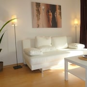Stylish Bright Apartment, Very Conveniently. Metro Just Around the Corner. Internet