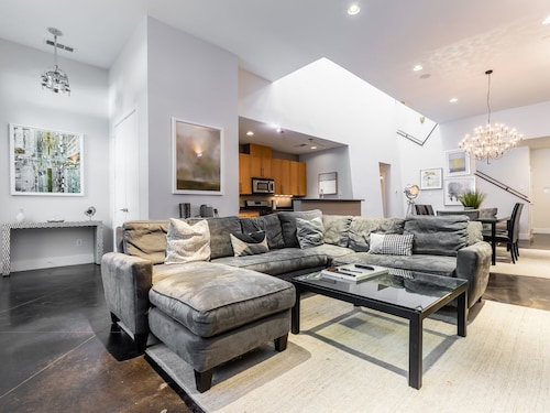 Modern Chic Townhouse-heated Roof Top Terrace Change Listing