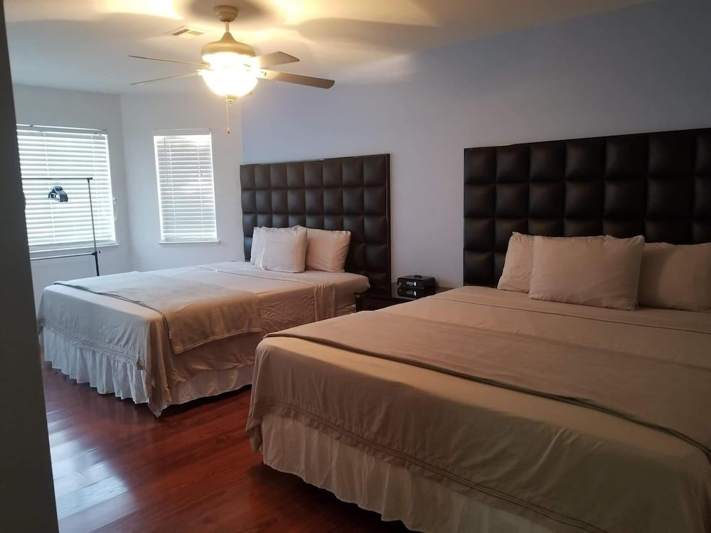 Astounding 4 Bedrooms 5 Bed 3 Sofa Bed In Las Vegas Hotel Rates Short Links Chair Design For Home Short Linksinfo