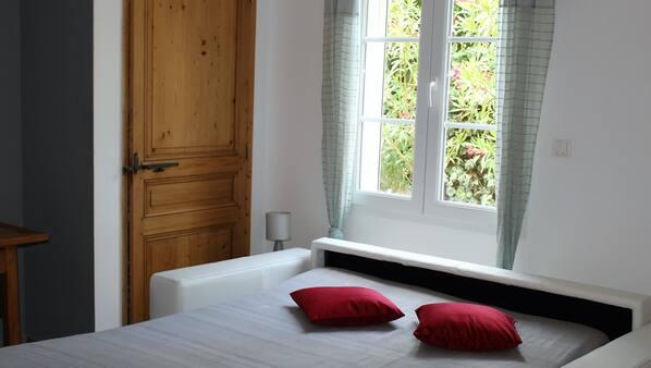 4 chambres, fer et planche à repasser, Wi-Fi
