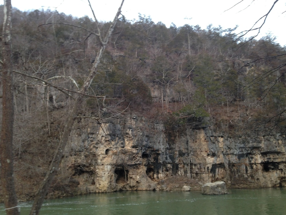 , Current River Cabin in Eminence Mo. Riverfront!